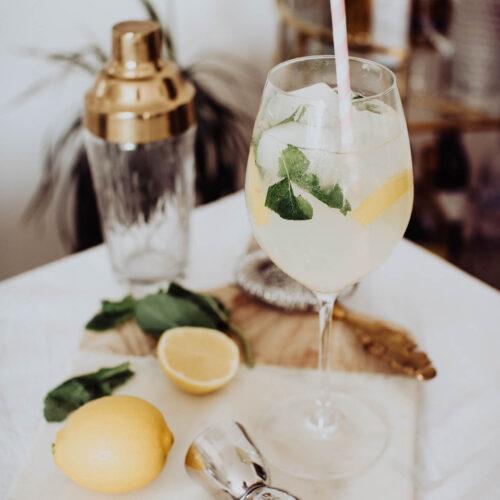elderflower, lemon and mint non-alcoholic cocktail